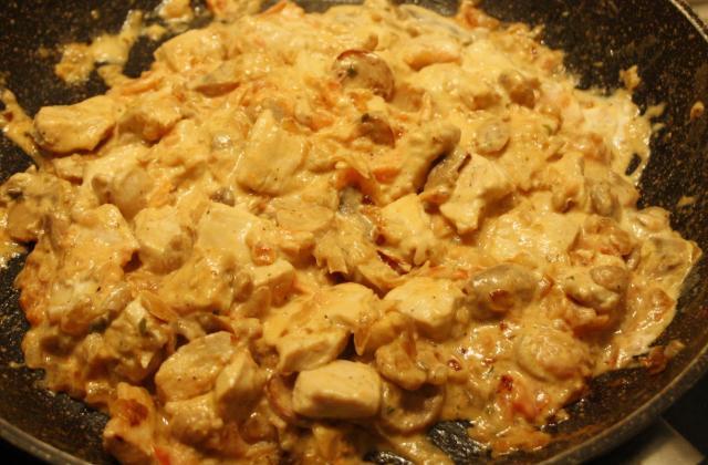 Escalope de poulet à la crème, tomate et champignon - Photo par tenness