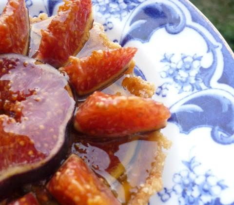 Tartelettes figues et mascarpone au miel de châtaigner sans cuisson - Photo par Petite Cuillère et Charentaises