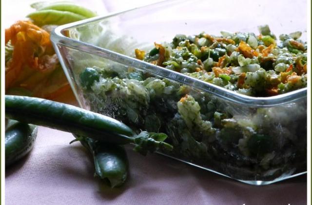 Risotto en verdure ... fanes de radis et de navets, petits pois et fleurs de courgettes. - Photo par laurenIiU