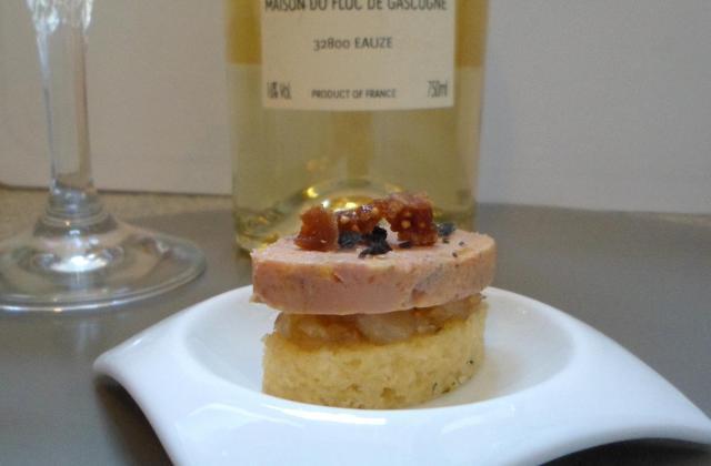 Bouchée apéritive au foie gras du Gers, confiture d'ail blanc de Lomagne sur fine tranche moelleuse au thym - Photo par Fourchette et Mascara