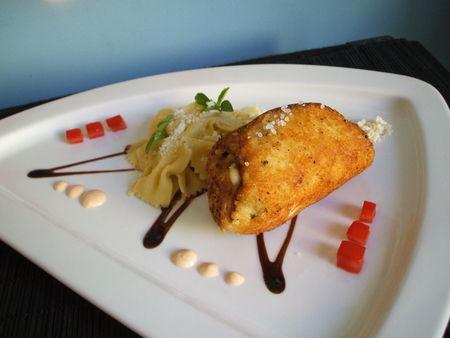 Escalope de poulet farcie à l'italienne, ses farfalles et sa sauce fromagère à la tomate et au basilic ! Pour 6 - Photo par Recette de Benzo