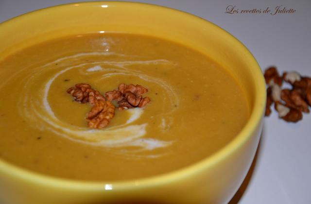 Velouté de potiron, butternut, lait de coco et noix - Photo par Les recettes de Juliette