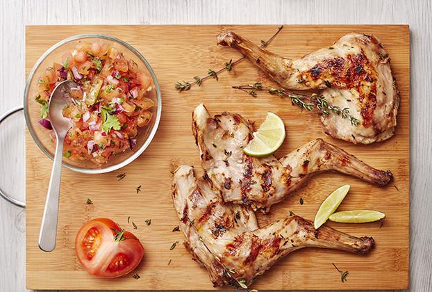 Gigolettes de lapin au barbecue, parfumées au thym, citron et salsa de tomates - Photo par S'cuiz in