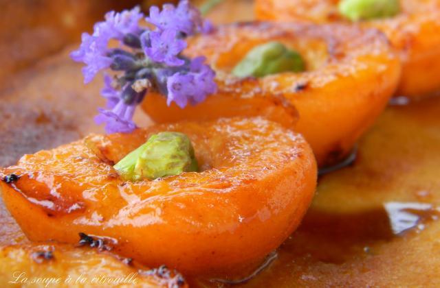 Clafoutis aux amandes et aux abricots rôtis au miel - Photo par La soupe à la citrouille