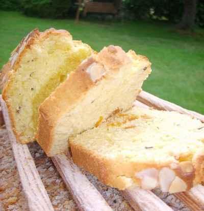 Cake à l'orange, aux abricots secs et aux amandes - Photo par skatie