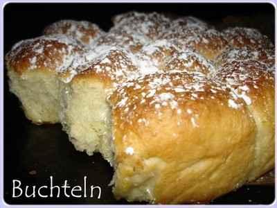 Marzipan-Buchteln ou petite brioche fourrée à la pâte d'amande - Photo par Mathilde