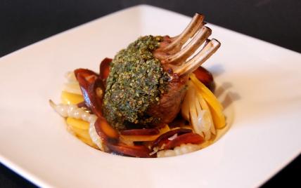 """Carré d'agneau du Connemara en croûte d'herbes et légumes oubliés - Photo par Dominique - """"Cuisine plurielle"""""""