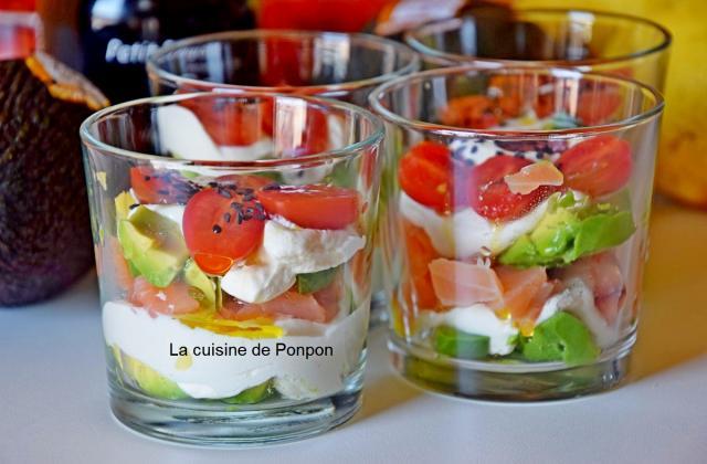 Verrine avocat, saumon fumé et tomate - Photo par Ponpon