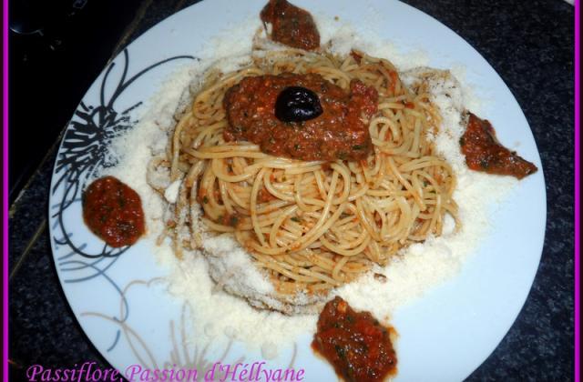 Spaghetti tapenade pesto tomates - Photo par hellya