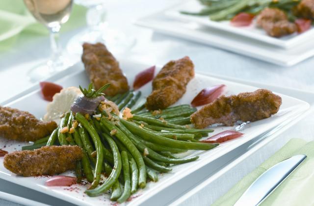 Mini viennoises de veau sur tombée de haricots verts - Photo par Cassegrain