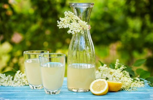Mocktail (cocktail sans alcool) à la fleur de sureau et au citron - Photo par 750g