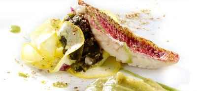 Panaché d'algues fraîches et filets de rougets grillés, émulsion de laitue de mer - Photo par 750g
