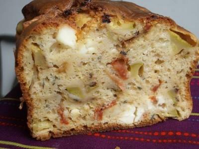 Cake courgette feta et tomates séchées moellissime - Photo par tellou