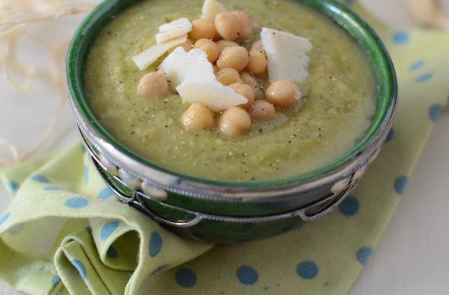 Soupe de courgettes, pois-chiche et parmesan - Photo par 750g