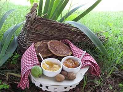 Pancake à la farine de châtaigne accompagné d'un chocolat chaud - Photo par joelleSg