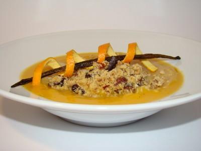 Raviole de saumon à la vanille, velouté de patate douce à l'orange, émietté de crumble noisettes grué de cacao - Photo par Sandrine Baumann