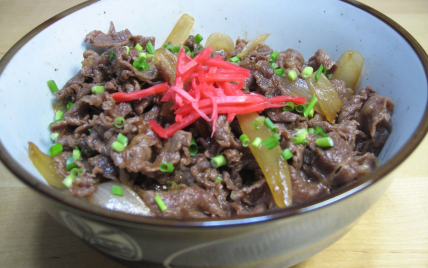 Gyuudon - plat traditionnel japonais - Photo par Amelie a-vos-baguettes
