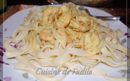 Tagliatelles fraîches et crevettes sauce curry - Photo par FadilaB