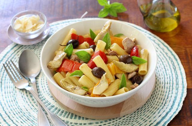 Salade de pâtes aux poivrons, artichauts et thon - Photo par Silvia Santucci