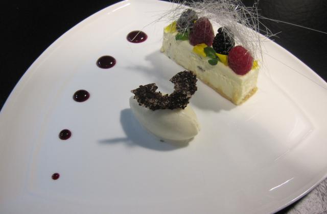 New York cheesecake en version moderne, sorbet yaourt bulgare - Photo par Christophe Hay