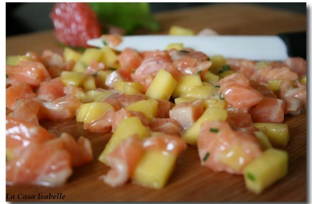Tartare de saumon à la mangue rapide - Photo par Isanena