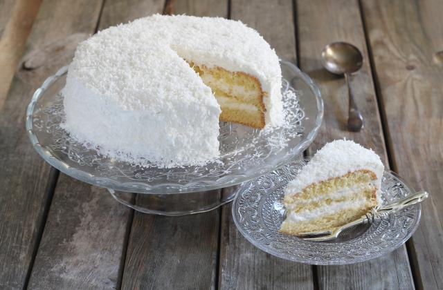 Layer cake moelleux à la noix de coco - Photo par 750g