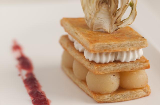 Millefeuille, crème de roquefort et poires confites aux épices, chutney Bettrerave-Framboise, et Chips de fenouil - Photo par Marie-Laure du blog : Ça sent beau dans la cuisine