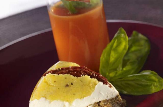 Polenta de Concassé d'Aubergine et de fromage de chèvre frais, Gaspacho de tomate - Photo par Cassegrain