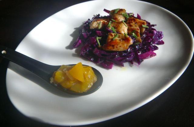Salade de chou rouge au raifort et émincé de dinde caramélisé - Photo par moum00