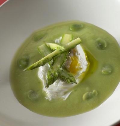 Assiette de printemps à l'œuf poché - Photo par Amora