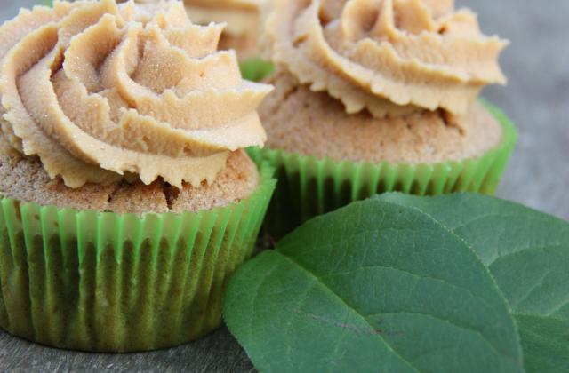 Cupcakes cannelle, pomme et caramel au beurre salé - Photo par Bake a Cupcake