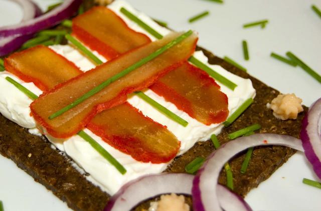 Œufs de merlu sur pain de seigle. - Photo par malikele