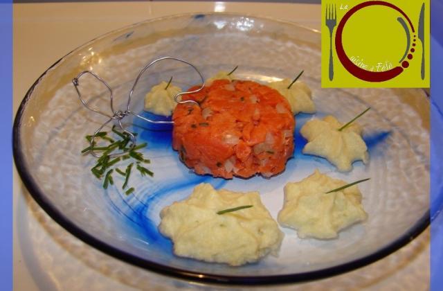 Tartare de saumon et son émulsion de soupe de Champagne - Photo par LaCuisineAFéfé