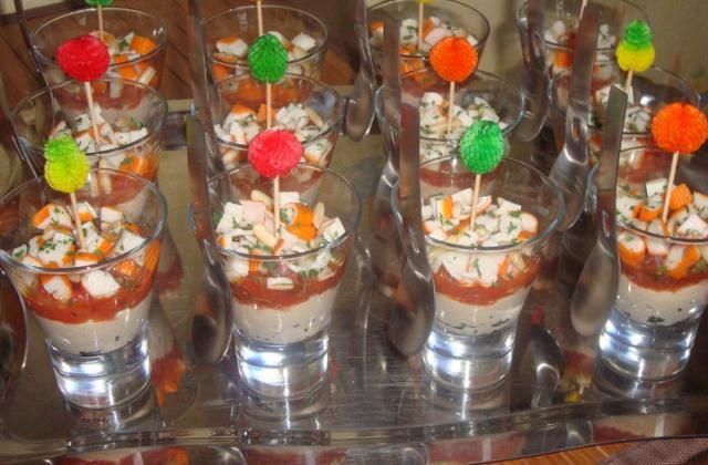 Verrines de thon, tomates, surimi - Photo par nadegehG