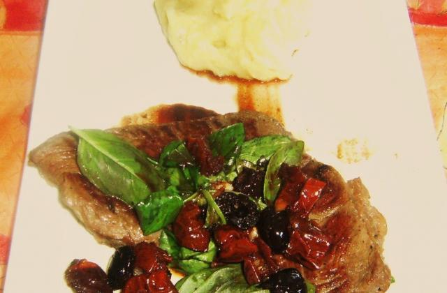 Sauté de boeuf aux olives et tomates séchées - Photo par lamuseg