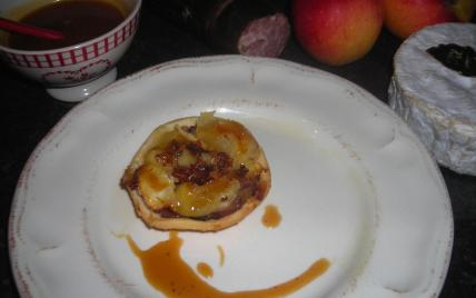 Tatin normande : andouille de Vire, pommes et camembert - Photo par magcui