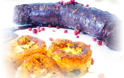 Boudin noir à la banane confite, crème balsamique, baies roses et poivre de Sechuan - Photo par aleche
