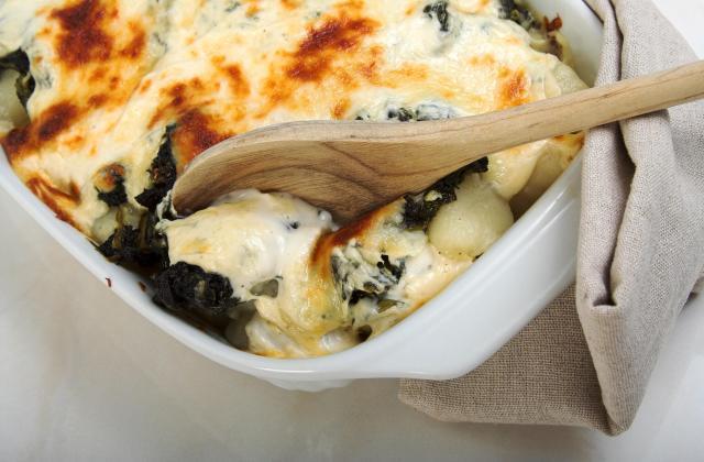 Gratin de pommes de terre et d'épinards au fromage à raclette - Photo par 750g