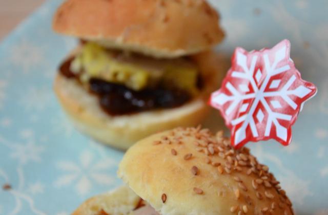 Mini burgers foie gras et confit d'oignon - Photo par au pAys des déLICEs