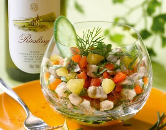 Tartare de bar aux agrumes et aux herbes du jardin - Photo par Vins d'Alsace