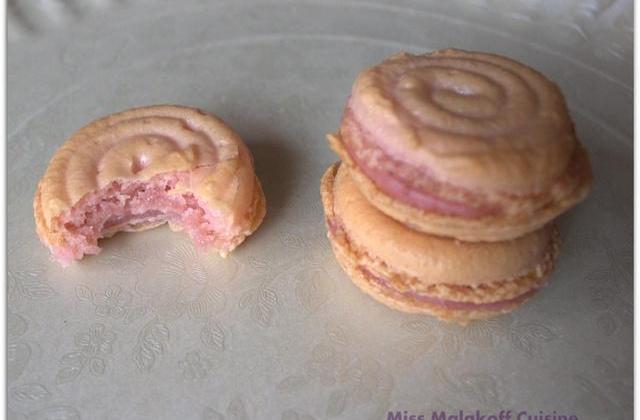 Macarons tourbillons à la fraise - Photo par miss malakoff