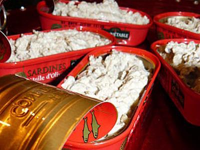 rillettes de sardine dans leur boite - Photo par joebot