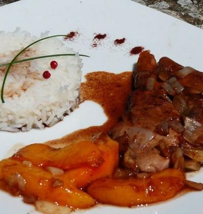 Aiguillettes de canard aux pêches, sauce miel et vinaigre balsamique - Photo par bagout