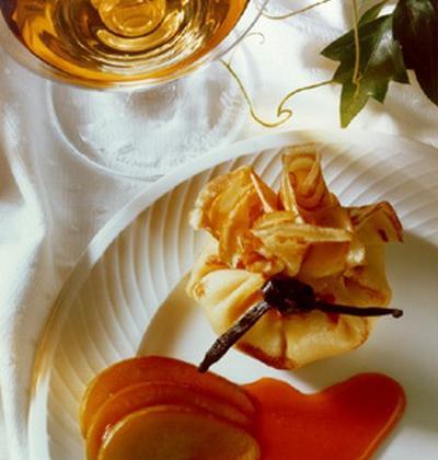 Aumônières de crêpes à la compote de pommes vanillée et caramel d'oranges - Photo par laurenlt