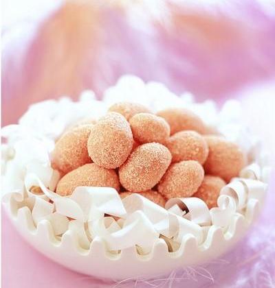 Œufs de Pâques en biscuits roses - Photo par Cedus Le sucre