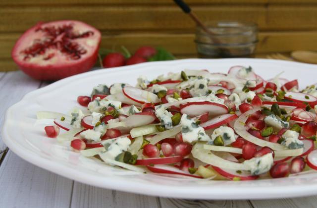 Salade de fenouil, radis et roquefort, huile de pistache et grenade - Photo par Parmesan et Paprika