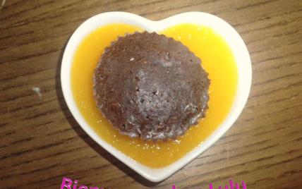 Mini cœur moelleux au chocolat sur son coulis de mangue - Photo par ameliepoulain732