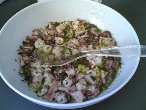 Salade de poulpe aux saveurs grecques - Photo par oxbow2
