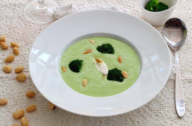 Velouté de brocolis aux amandes - Photo par Silvia Santucci