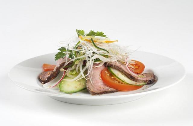 Salade exotique au bœuf et vermicelles de riz - Photo par Amora